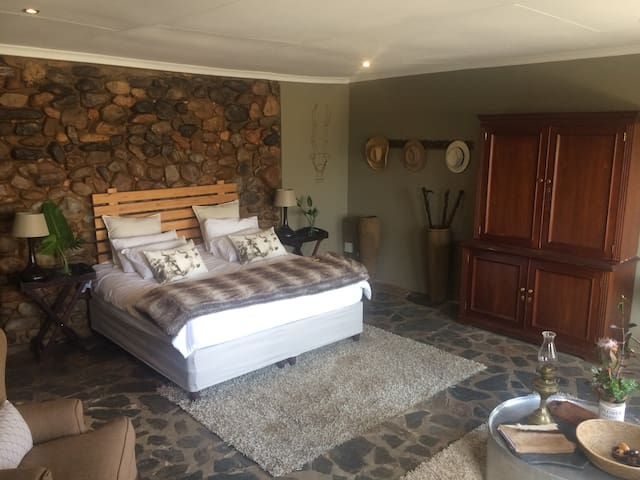 Farmstyle Guest room in the Cradle of Humankind.