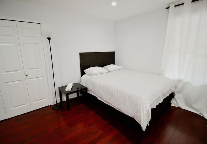 Room D: Cozy/Modern Private Bedroom near DCA
