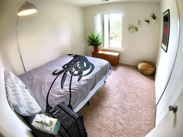 Cozy, Quiet, Private Bedroom + Bathroom