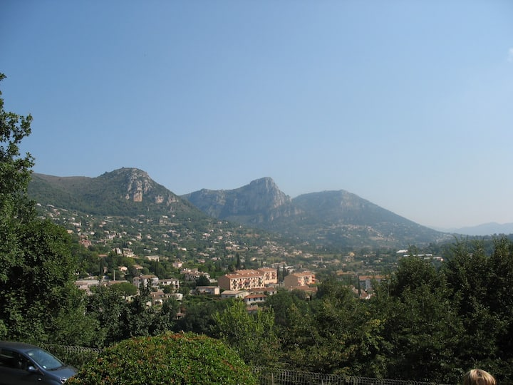 Large clean family apt, Vence nr. Nice, 4-6, wi-fi