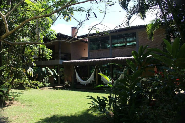 Well equipped house, close to the best beach. - São Sebastião - Huis