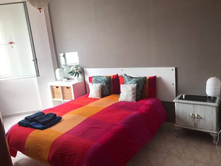 CENTRAL - Cozy apartment with 24/7 SECURITY