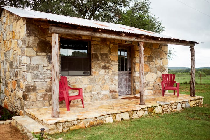 Cozy Stone Cottage - Hill Country Gem