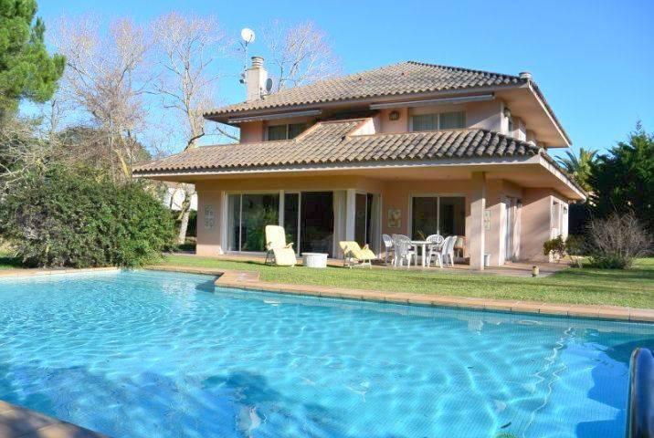 Chalet con jardín i piscina en Playa de Pals - Pals - House