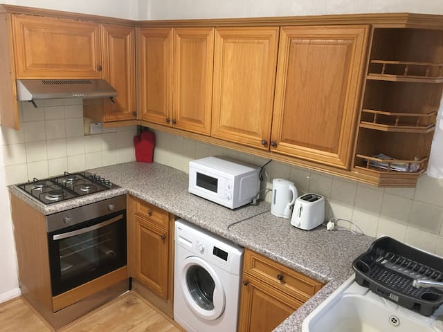 DOUBLE ROOM NEAR HEATHROW FOR TWO - Hayes - House