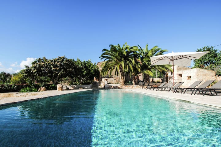 A beautiful, stylish mansion with a large private swimming pool located 10 minutes from the sea