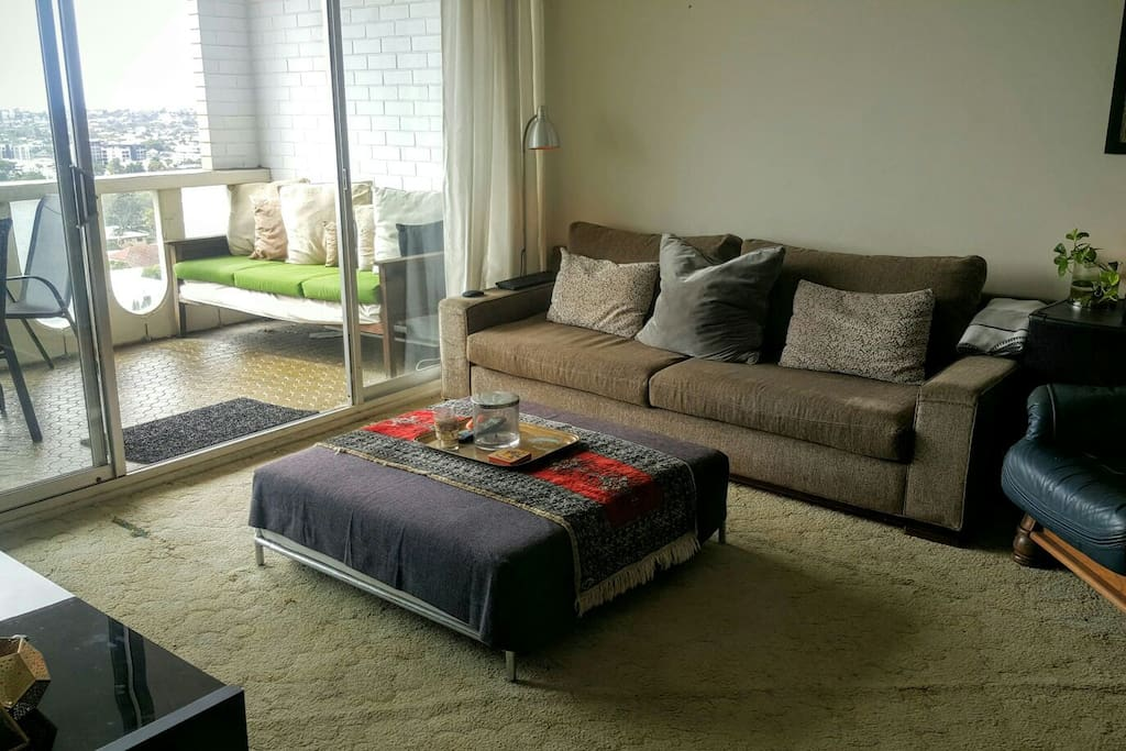 Lounge room features flat screen TV. Excellent sound system views over Brisbane's iconic New Farm & out to the bay.