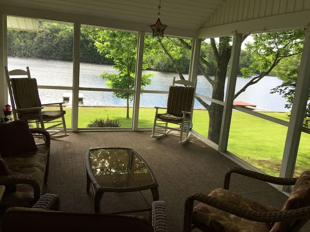 Beautiful lake house on Tacoma Lakes near Coast - Litchfield - Hus