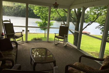Beautiful lake house on Tacoma Lakes near Coast - Litchfield