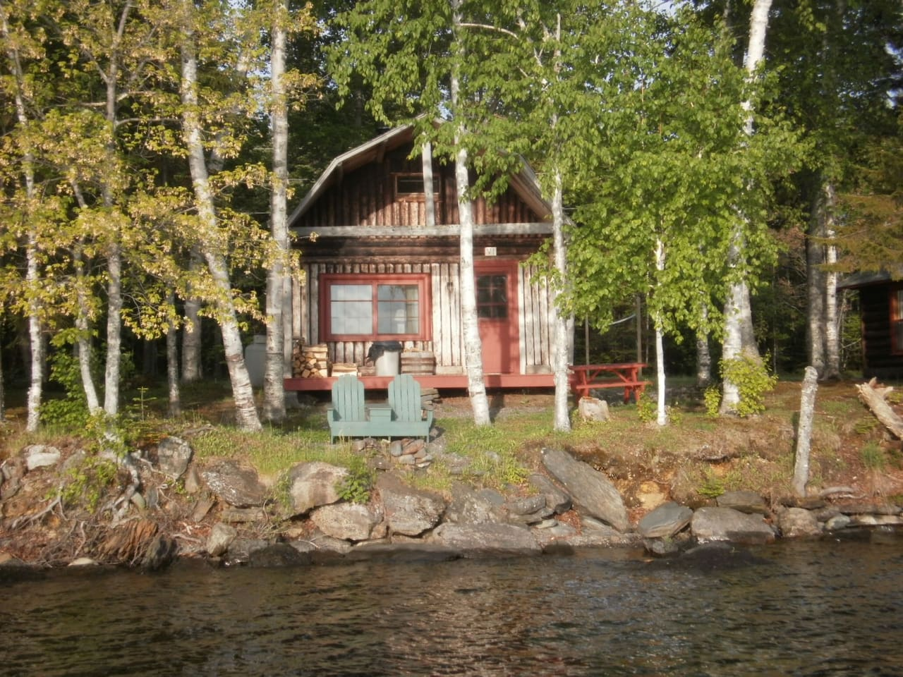 Log cabin with all of the amenities directly on Moosehead Lake