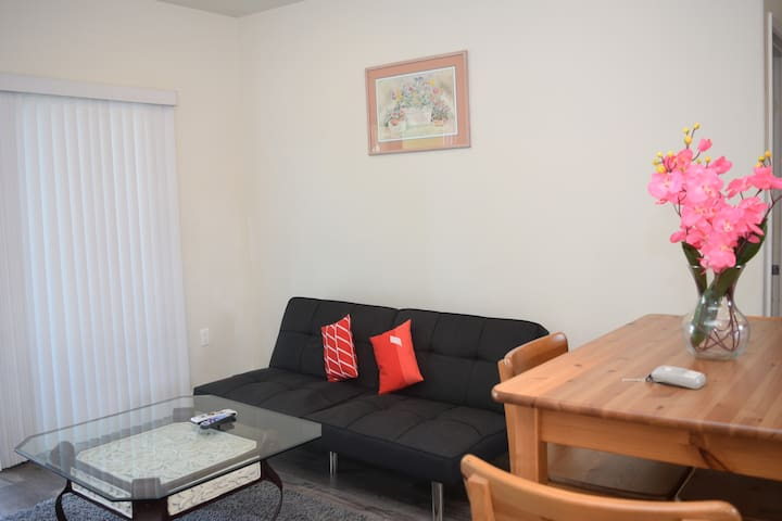 1BD/1BTH apartment with washer & dryer inside unit