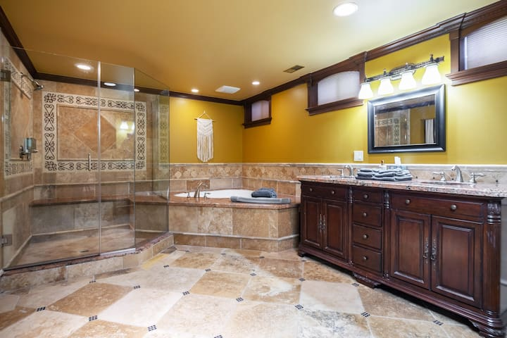 Stunning Guest Suite close to Mount Tabor Park!