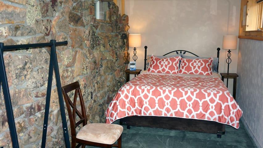 """""""Solarium"""" bedroom #3 with queen size memory foam bed"""