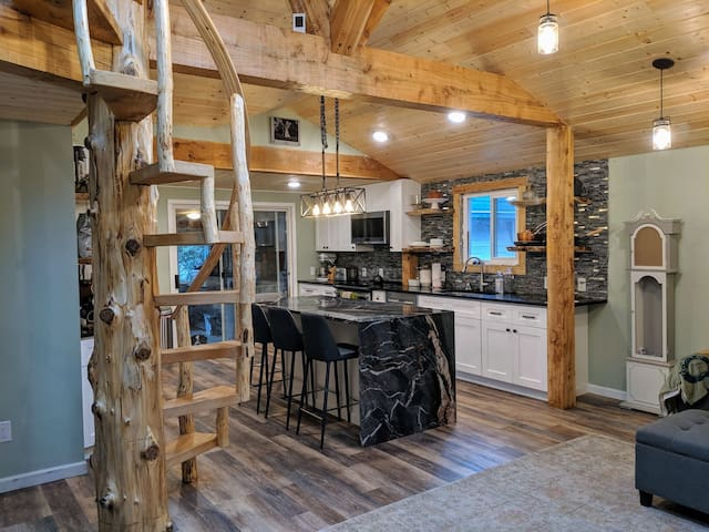 Recently renovated urban cabin close to Seattle