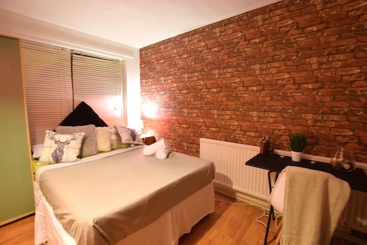-Double Room Brick Lane W/Parking & Garden 1-