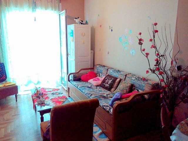 Friendly and sunny apartment :)))
