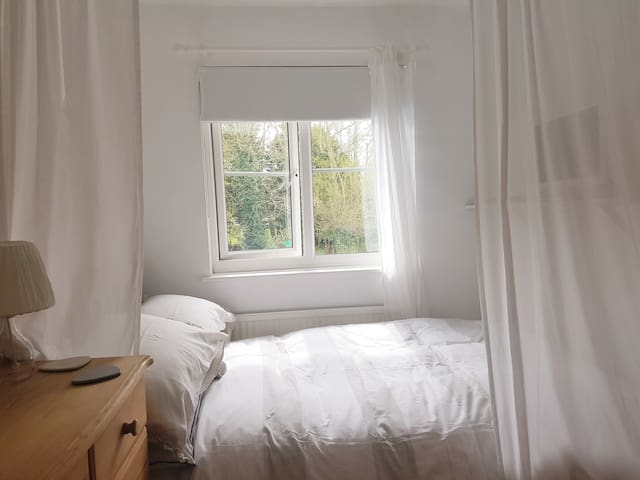 Comfy Clean Room in Abingdon on Thames + Sky Sport