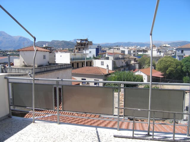 Renovated airy little penthouse - Aigio
