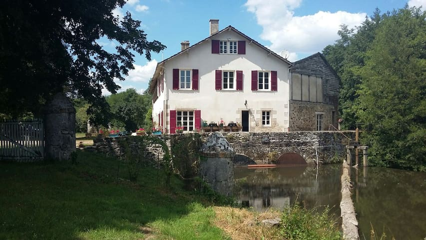 Moulin de RICHEBOURG en Limousin - Saint-Jean-Ligoure - บ้าน