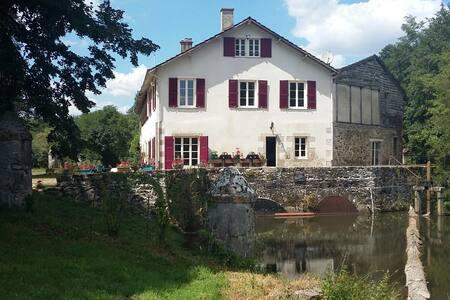 Moulin de RICHEBOURG en Limousin - Saint-Jean-Ligoure - Hus