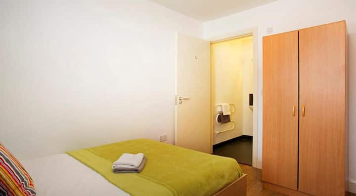 Student Only Property: Desirable Deluxe Ensuite WR