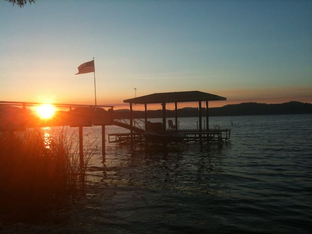 Lakefront- Best spot on the Lake! - Kelseyville - Hus