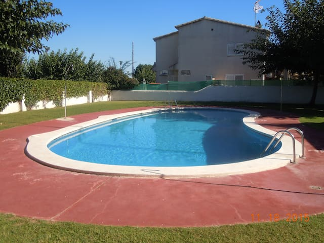 House with communal swimming pool - Torredembarra - Rumah