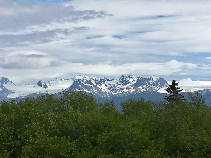 Beautiful, Cozy Greenwood Cabin with Glacier Views