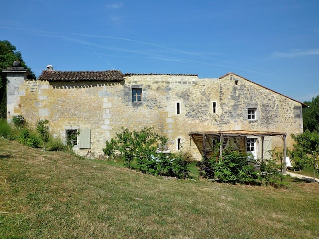 A charming house in Cognac country - Angoulême - 一軒家