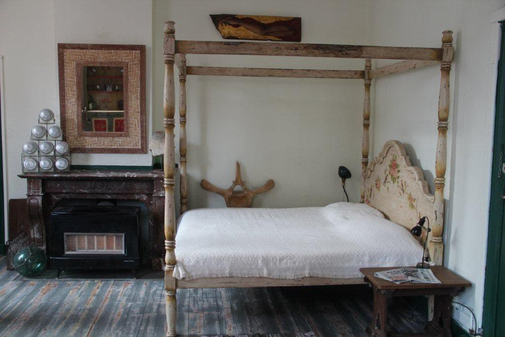 The Brazilian colonial four-poster double bed and heating