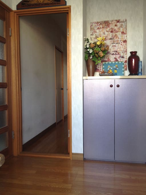 Entrance with shoe storage cabinet