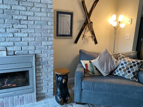 1 Bedroom Condo w/Ski Home Trail/Shuttle to Lodge