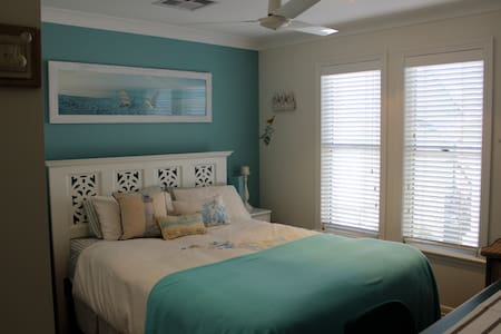 Our Noosa Blue Room Bed + Breakfast - Casa