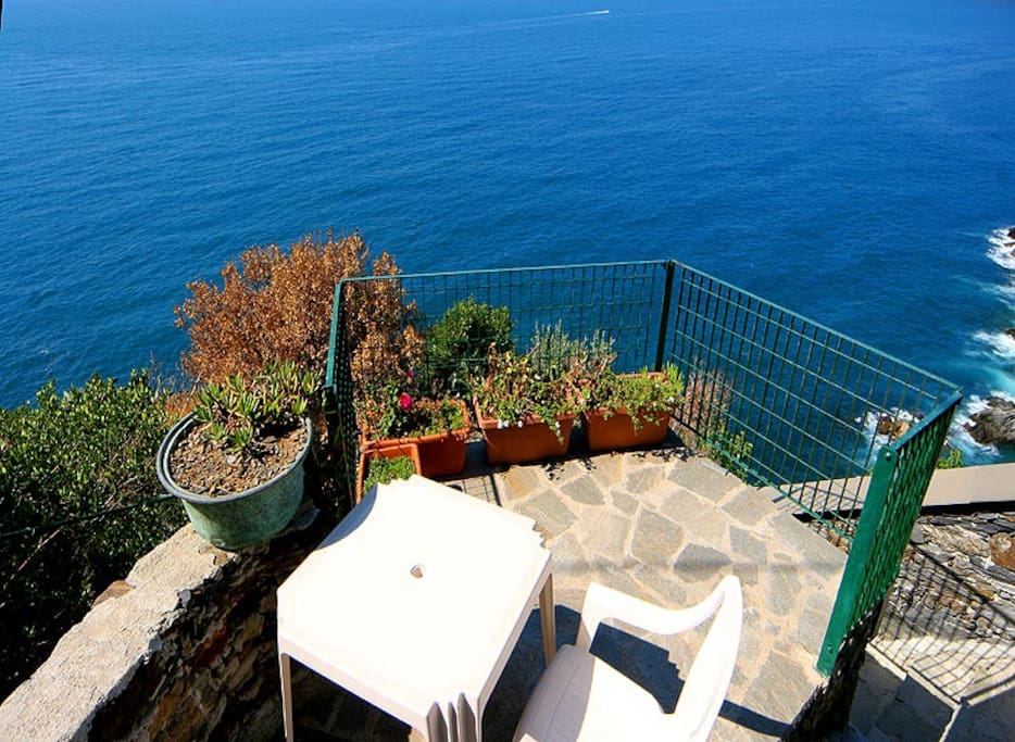 Room with seaview terrace3 Vernazza