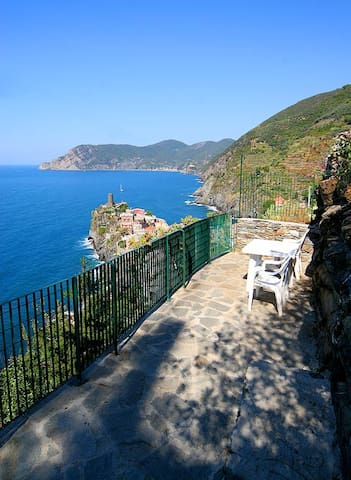 Room with seaview terrace3 Vernazza - 韋爾納扎(Vernazza) - 公寓