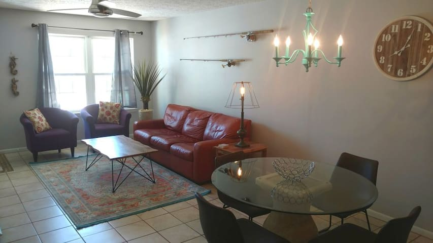 1block from the Gulf-Pet friendly-Family perfect