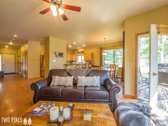 *Flexible Cancellation Policy* Mountain Townhome Perfection - Located in Big Sky`s Town Center!