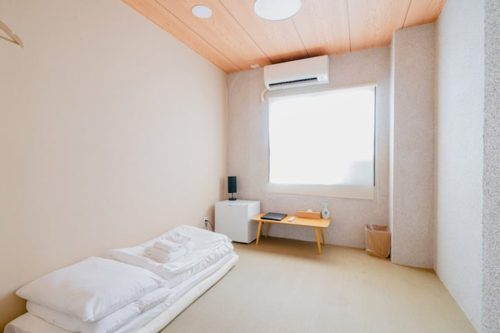 (HOTEL PAGODA) Cheap Small Room in Nara