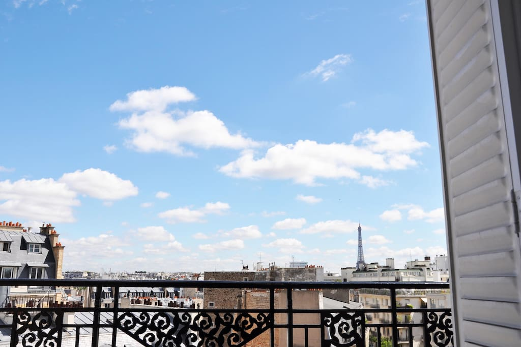 Eiffel tower by day