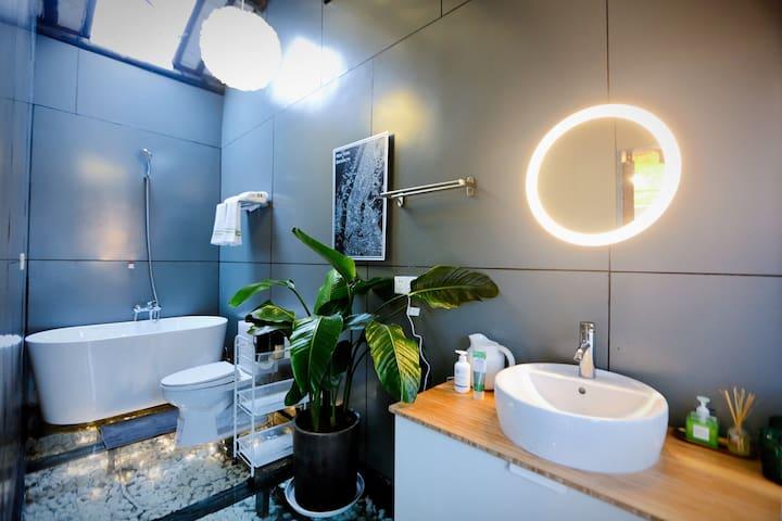 [下垂眼Space一号]山塘街石家弄 石路商圈一步之遥的姑苏古城 现代浪漫主义 loft落地窗大浴缸