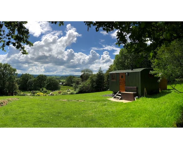 Sleepy Sheep Huts - Glamping