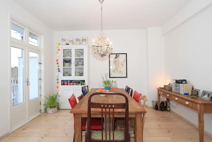 Spacious & central appt + private roof terrace!