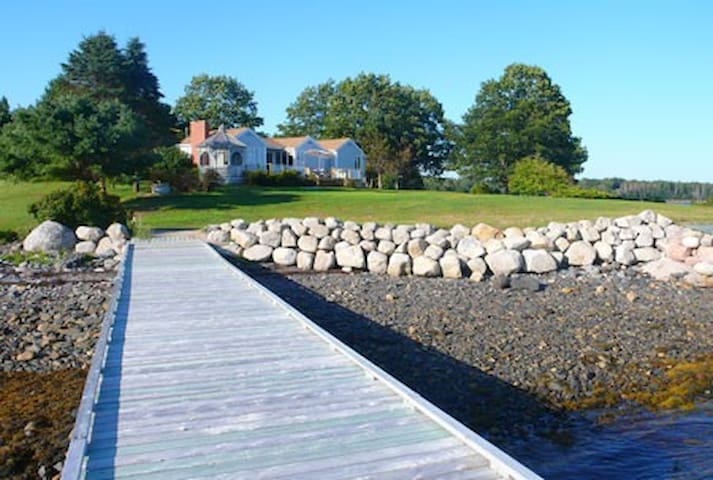 Crandall Point - Vincent Estate - Mahone Bay - Maison
