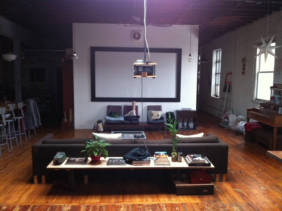 Private huge room in giant loft lofts louer brooklyn for Living room brooklyn 86 st