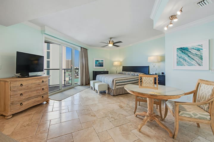 Beachfront studio w/ a private balcony, shared pool, pool spa, & gym