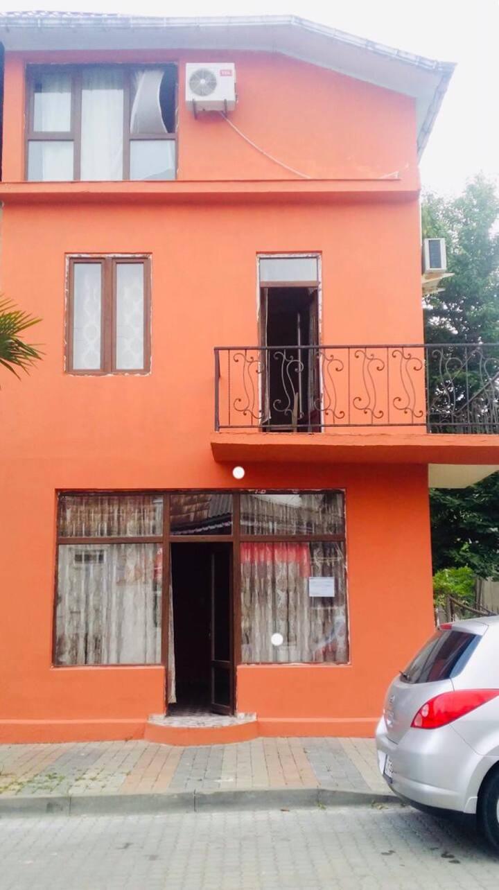 Классное жилье в центре Кобулети рядом с морем