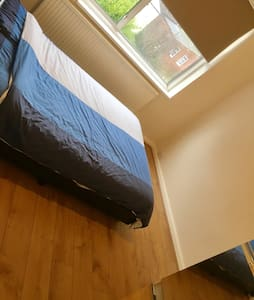 Double room in a lovely house - Dagenham - Rumah