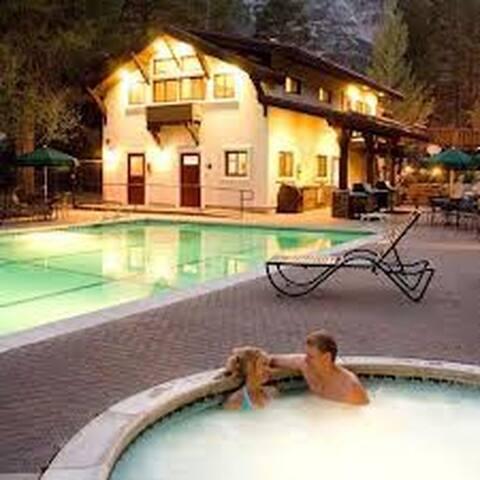 Affordable Squaw Ski Resort Chalet - Squaw Valley - Flat