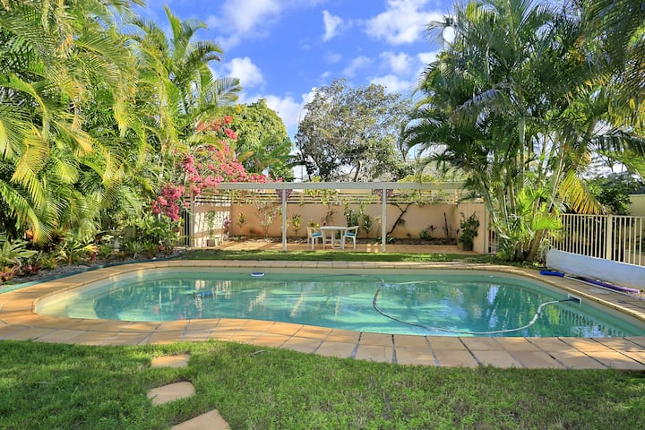 Reel Paradise. Large home with Pool