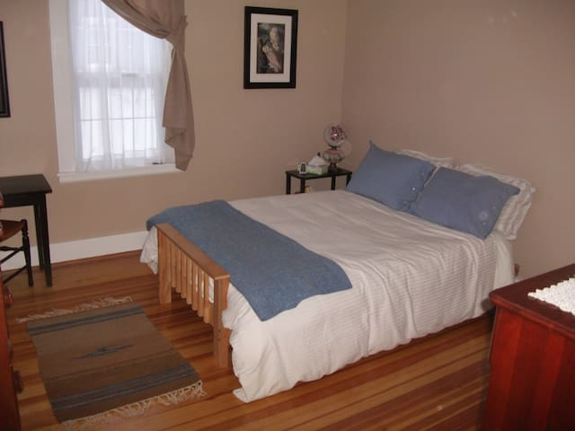 Cozy Room on Rt 66 in Northampton - Florence - Maison